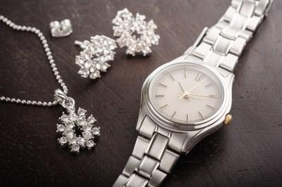 【年代別】彼女の誕生日プレゼントに贈りたい!レディース腕時計の人気ブランド50選
