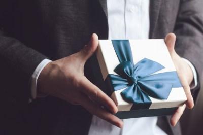 【年上彼氏へのプレゼントならココ!】20代後半~30代男性に人気のアイテム50選+失敗しない3つのポイント