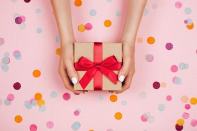 友達の誕生日プレゼントは日頃の感謝の気持ちを伝えるチャンス。おすすめ50選+失敗しないために気をつけたいこと2選