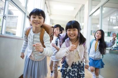 おしゃれに目覚めるお年頃!小学生の女の子が喜ぶ人気子供服ブランド15選