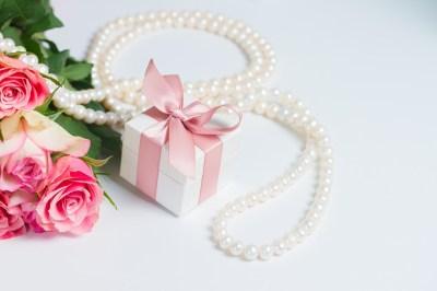 大人の女性へのプレゼント、絶対喜んでもらえるのはこれ!51選