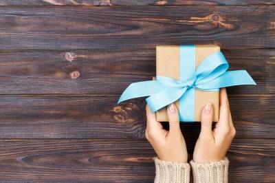 様々なお祝いのシーンで選びたいプレゼント。女性が喜ぶおすすめアイテム50選+失敗しないために気をつけたいこと2選