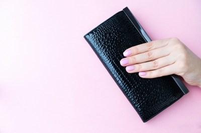 財布のギフトはレディースをきっと心躍らせる!プレゼントに選びたいおすすめ30選+失敗しないために気をつけたいこと2選