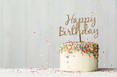 誕生日プレゼントを尊敬する先輩に贈りたい!喜ばれるアイテム50選+失敗しないために気をつけたいこと2選