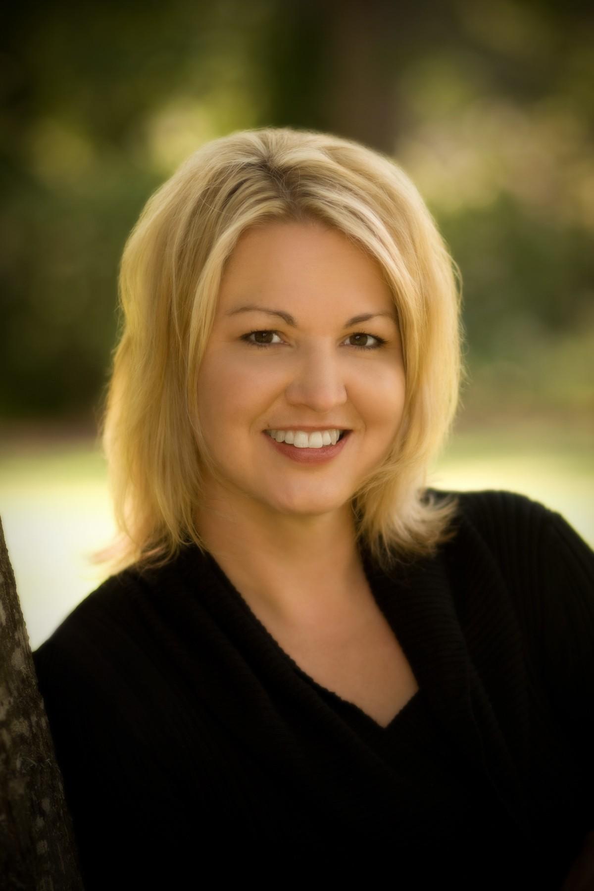 picture of Elisabeth Naughton