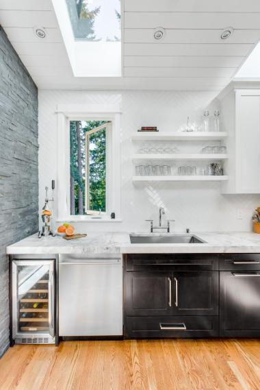 Harmony-Weihs_Refined-Mid-Century-Kitchen-6.jpg.rend.hgtvcom.966.1449