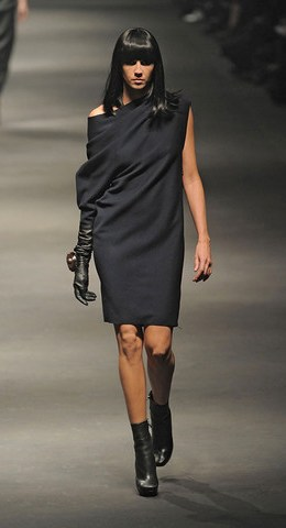 Lanvin-FALL-RTW-2010-PODIUM-020_runway