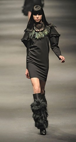 Lanvin-FALL-RTW-2010-PODIUM-042_runway