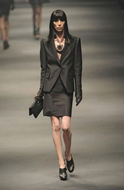 Lanvin-FALL-RTW-2010-PODIUM-004_runway