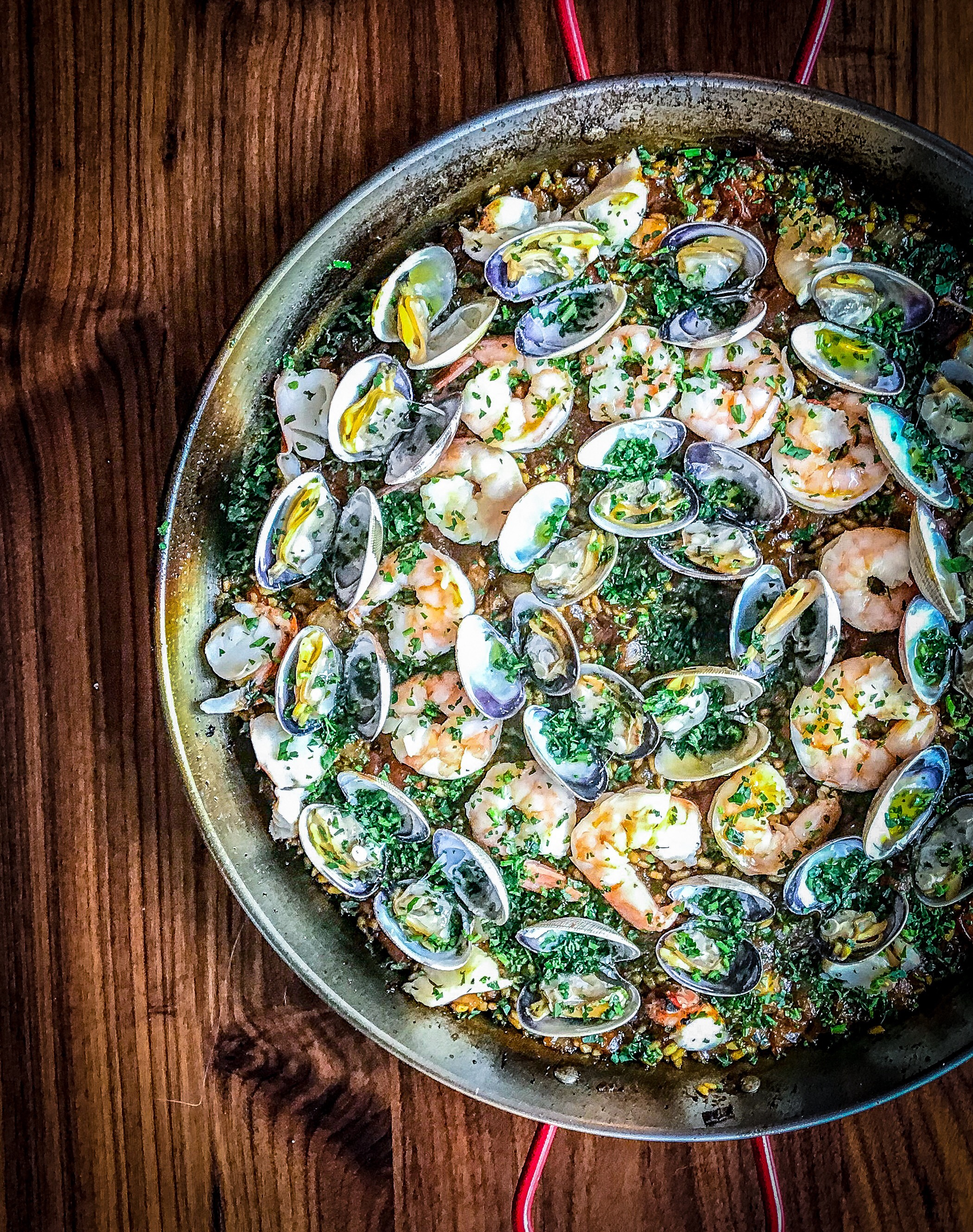 How To Make Seafood Paella: A Guide With Videos And Photos