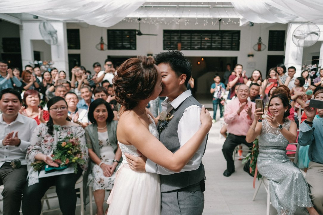 Joyce Qiuling kissing