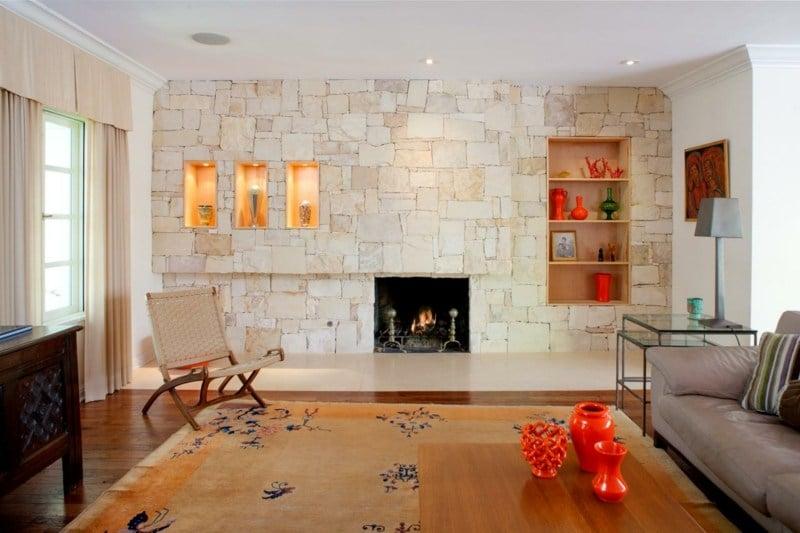 Natursteinwand im Wohnzimmer  der natrliche Charme von echtem Stein