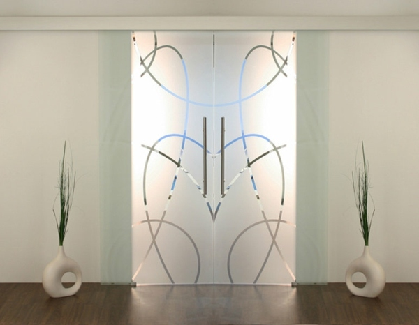 Moderne Glastr als elegante Dekoration zuhause