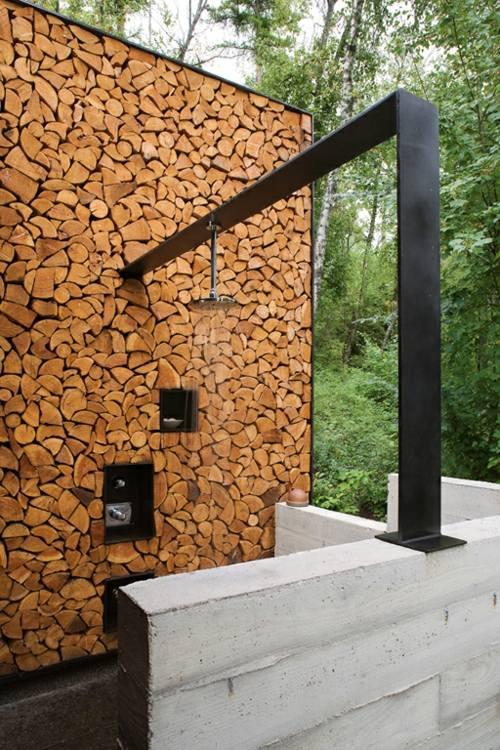gartendusche an der hausfassade montiert | designmore, Badezimmer