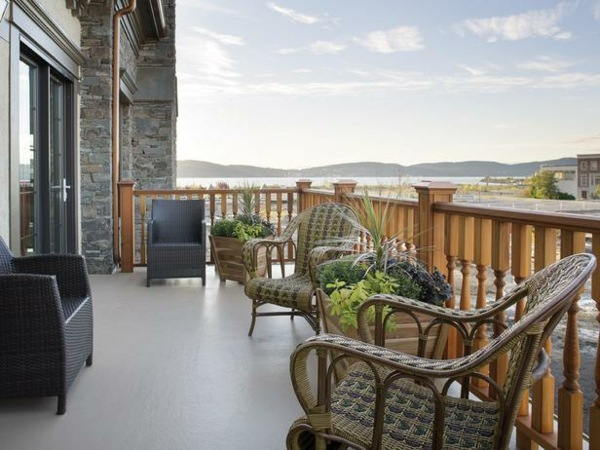 balkon wohntipps holz gelander gefochtene mobel design ideen, Gartengerate ideen