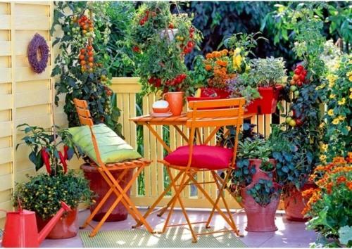 balkon ideen mit blumenkaesten die gelaender dekorieren   designmore, Terrassen deko