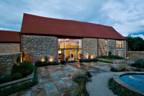 Alte Scheune zum Wohnhaus umgebaut-Sichtbare Sparren und