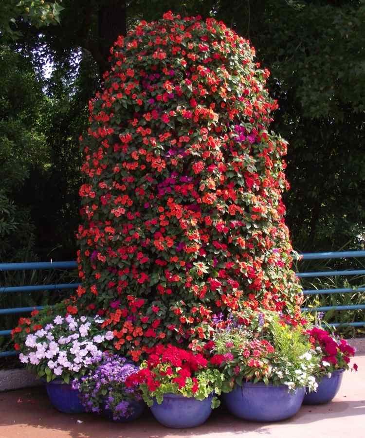Platzsparende Deko fr Garten und Terrasse  Blumenturm selber machen