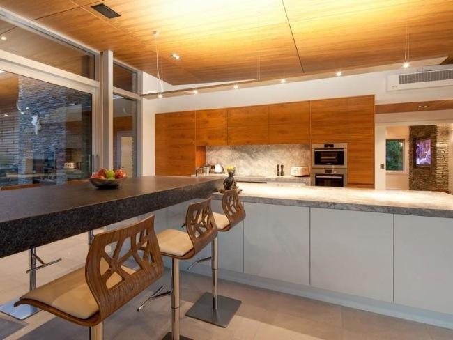 Haus mit Seeblick kombiniert modernes Design und