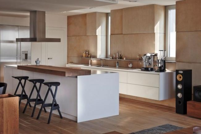 Nuancen von Braun und Grau prgen eine moderne Wohnung in Bratislava