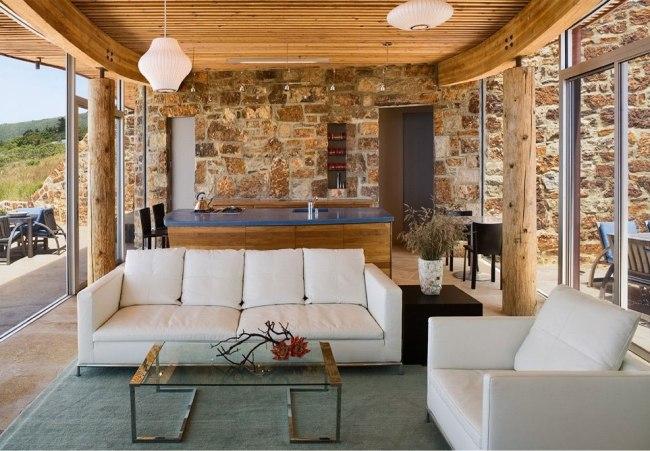Stein Holz und Glas prgen ein modernes Wohnhaus in