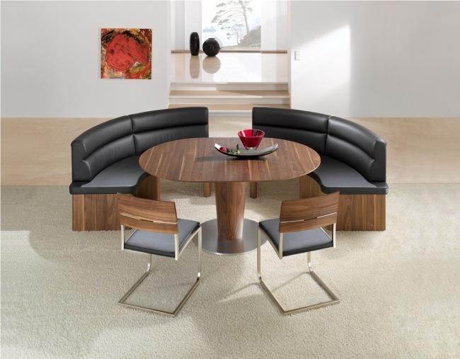 Esszimmer mit Bank einrichten und mehr Sitzpltze am Tisch schaffen