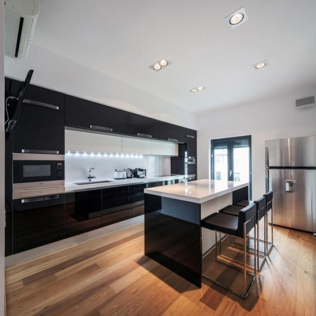 wohnideen fur die kuche modern wei hochglanz marmor kochinsel, Kuchen ideen