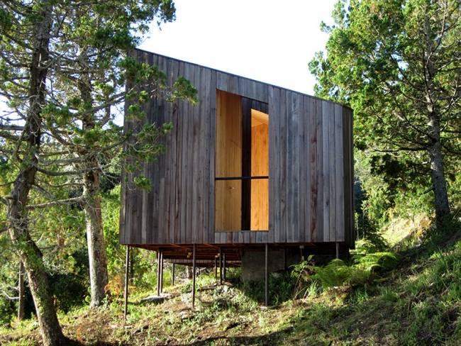 Schlichtes Sauna Design aus Holz mit atemberaubendem Seeblick