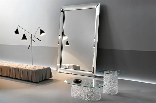 Glas Mbel aus Italien verleihen dem Raum knstlerischen Touch
