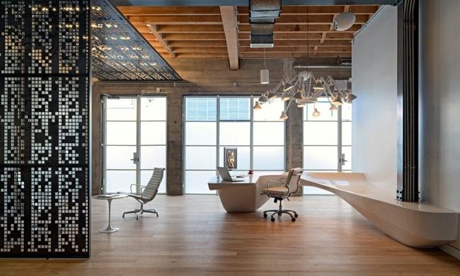 Eklektische Bro Einrichtung  Beton und Holz prgen das Interieur