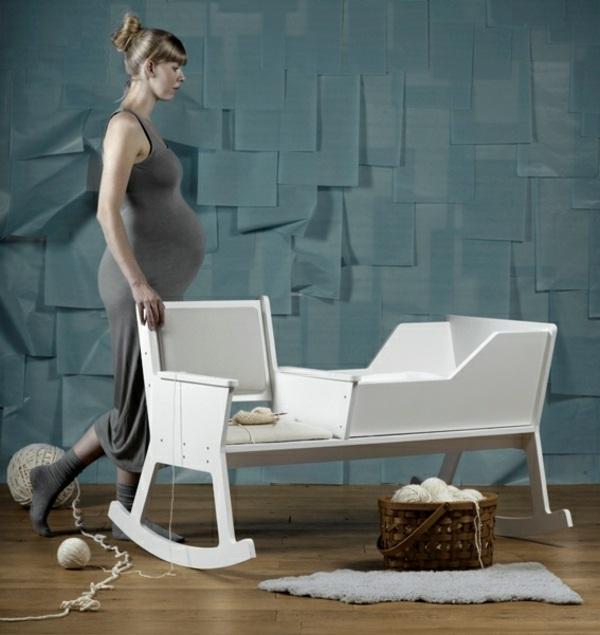Kinderzimmer Einrichten  Schaukelstuhl Lullt Das Baby Zum