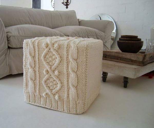 Gemtlichkeit zu Hause mit Strick Woll und Fellmbeln und Decken