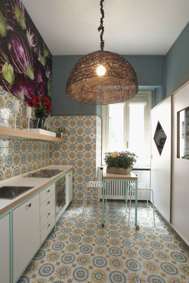 Eine elegante Wohnung in Mailand zeigt einen bunten
