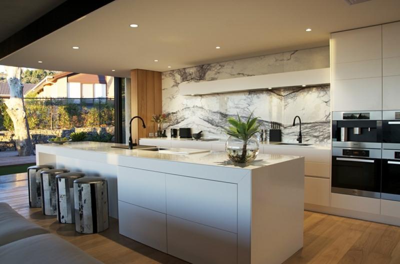 Designer Corian Kche mit Kochinsel  Modern offen und gerumig
