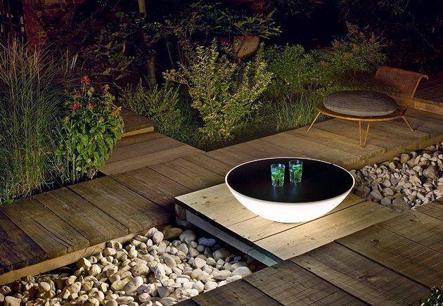 Der leuchtende Solar Tisch von Foscarini  Indoor und Outdoor Version