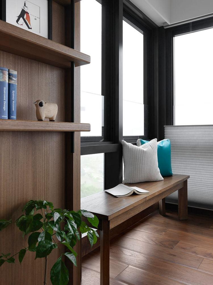 Gemtliche Sitzbank am Fenster  helle Leseecke einrichten