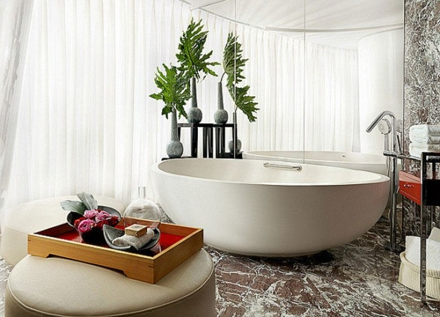 Freistehende Badewanne als zeitgenssischen Badezimmer LifestyleTrend