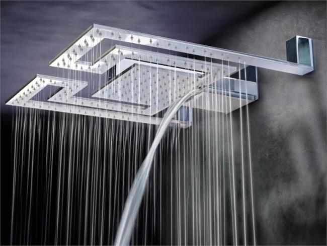 Moderne Regenduschen und Kopfbrausen mit Beleuchtung von Gattoni