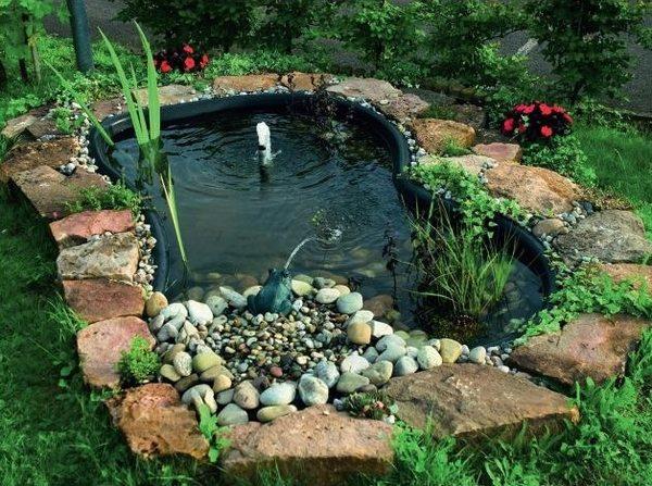 gartenteich mit wasserfall uber geschichtete bruchsteine – spinjo, Terrassen ideen