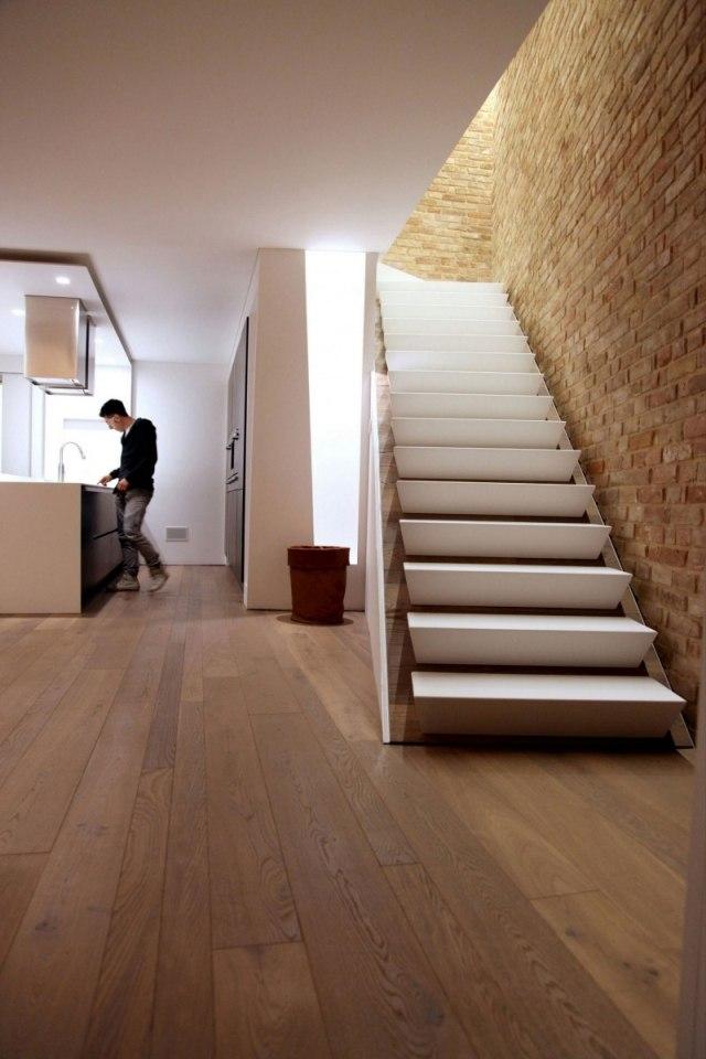 Gemtliches Zuhause mit warmen Dielenboden und rustikalen
