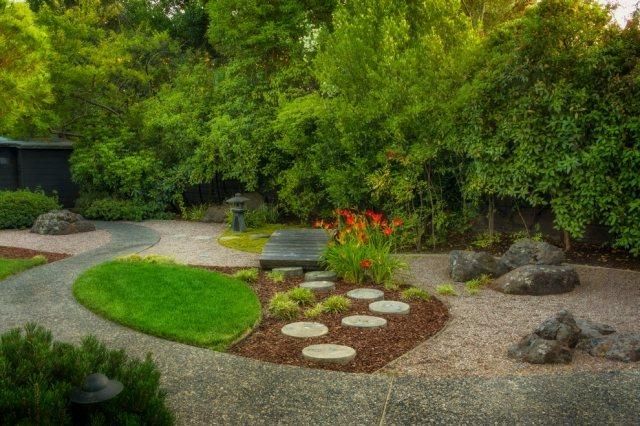 peaceful japanese zen garden with pond rocks gravel and moss stock, Hause und garten