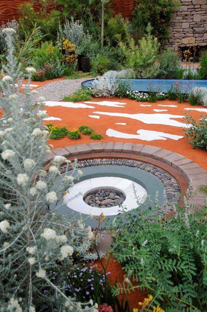 Kreative Gartengestaltung Roter Sand Kieswege Pflanzen