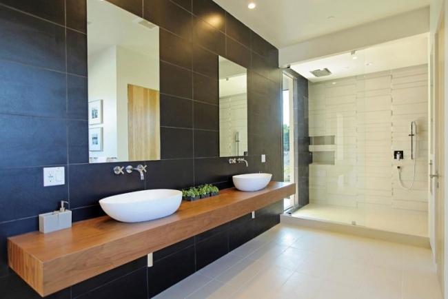 modernes bad holz waschbecken schwarze wandfliesen begehbare dusche