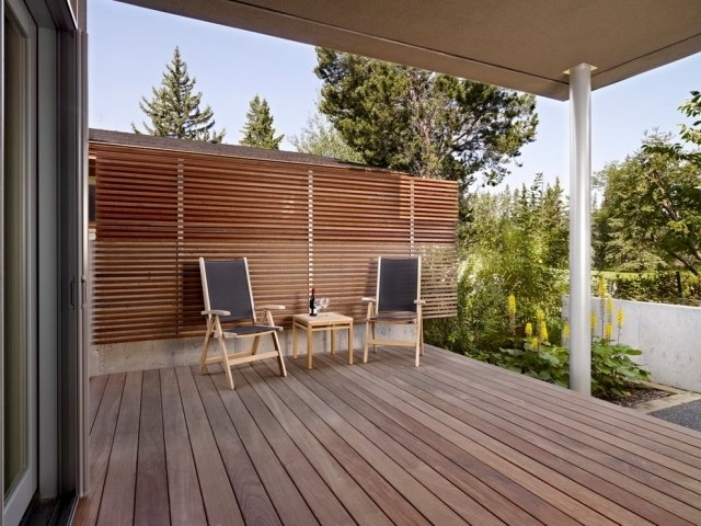 Balkon Sichtschutz Ideen Holz Latten Sitzecke