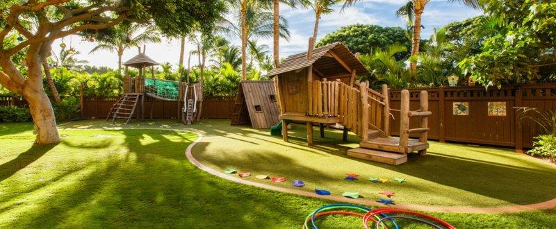 Gartengestaltung Ideen Spielecke Idee Tropisch Reifen Klettergeruest Rasen