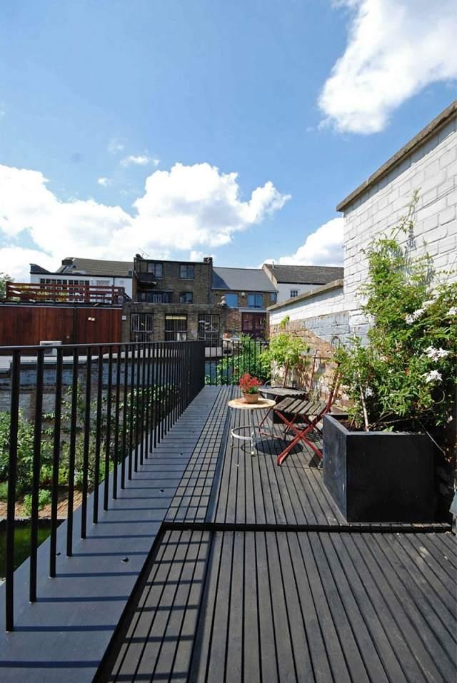 Ein Satteldachhaus in London mixt rustikale und moderne Elemente