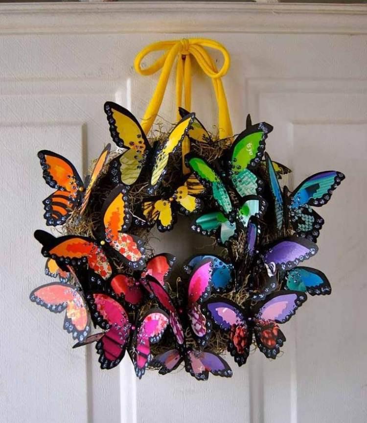 Kreative Frhlingsdeko zum Selbermachen  Trkranz aus bunten Blumen