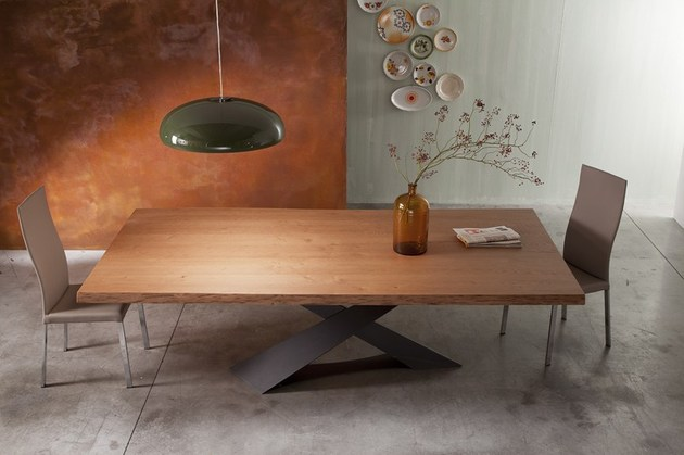 Moderner Esstisch aus Holz  Naturbelassene Tischplatte