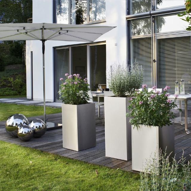 gartengestaltung pflege terrassen pflanzgefase im garten ideen