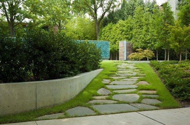 Steinweg im Garten anlegen  20 inspirierende Ideen